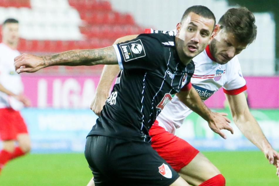 Sercan Sararer (31, l.) bleibt Türkgücü München nun doch erhalten - und das aufgrund seines neuen Vertrags sogar langfristig.