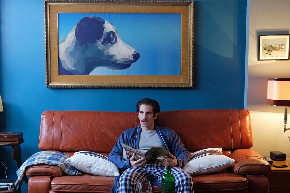 Mit seiner besonders ausgeprägten Zuneigung für Hunde macht Emilio (Quim Gutiérrez) seiner Partnerin das Leben zur Hölle.