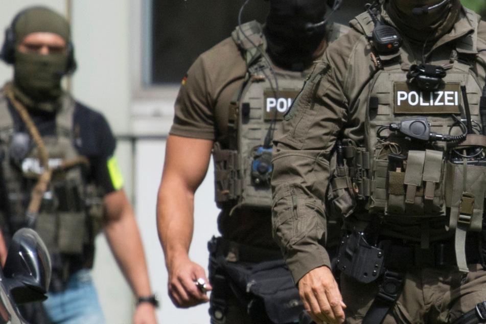 Schuss- und Kriegswaffen sichergestellt: Schlag gegen Rechtsextremisten in Hessen