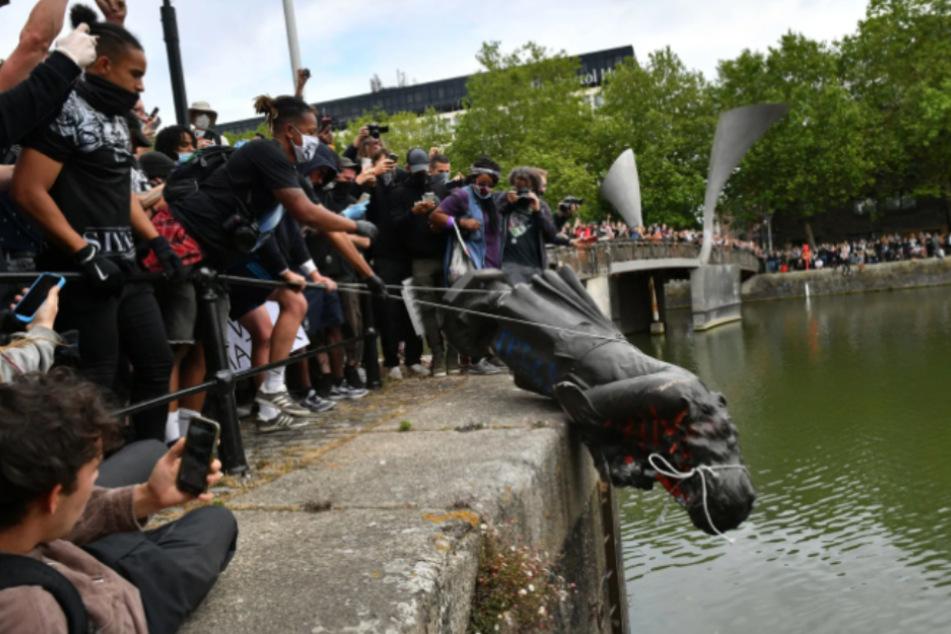 Kurzer Prozess: Die Statue von Edward Colston landete in einem nahe gelegenen Fluss.