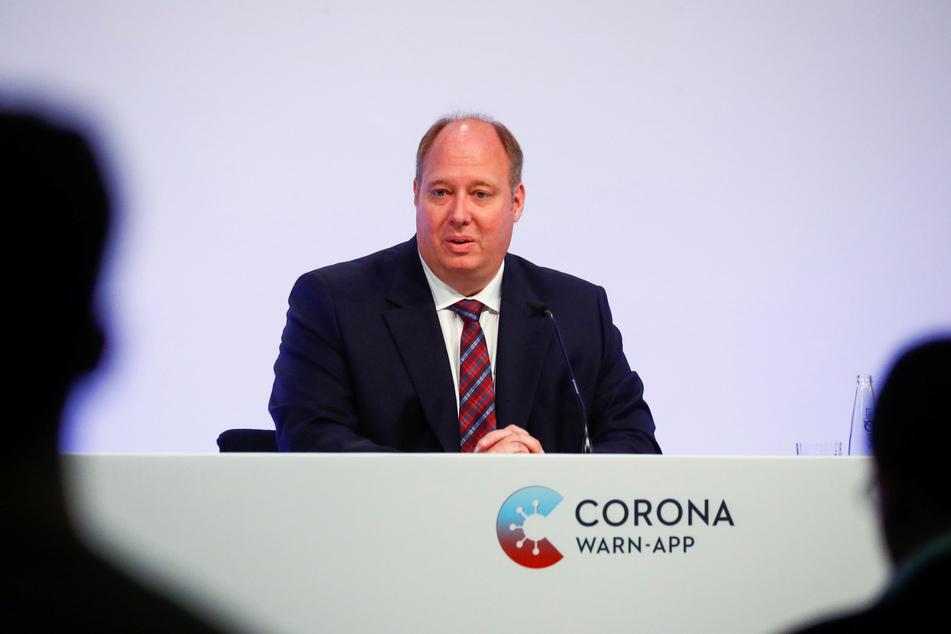 Helge Braun (CDU), Chef des Bundeskanzleramts, bei der Präsentation der offiziellen Corona-Warn-App im Juni 2020. (Archivbild)