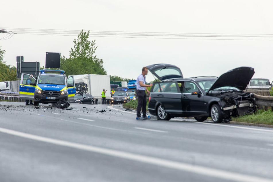 Aquaplaning führt zu schwerem Unfall auf A72: Polizei warnt vor Stau!
