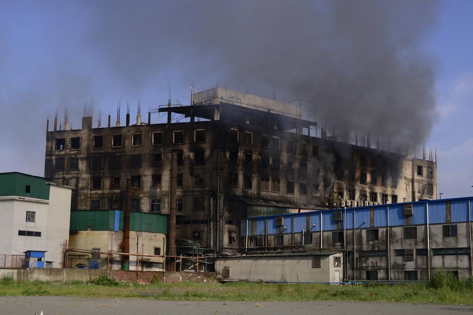 Das verkohlte Fabrikgebäude.