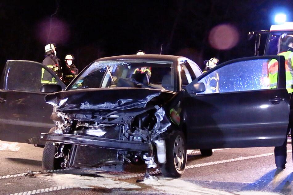 Für den 26-jährigen Fahrer des schwarzen VW kam jede Hilfe zu spät.