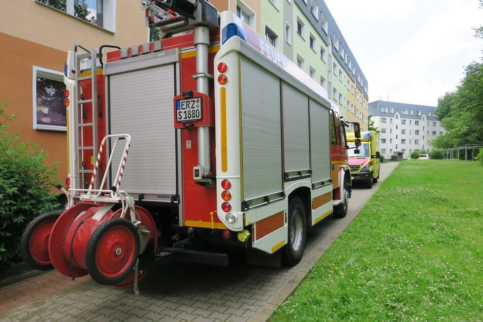 Feuerwehreinsatz in Schneeberg: In einem Wohnblock brannte am Samstagmittag ein Hoverboard - möglicherweise durch einen defekten Akku.