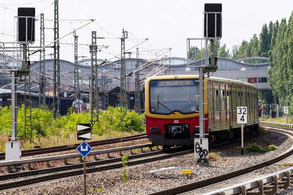 Wenn es nach der Brandenburger Linksfraktion geht, sollen Kunden des öffentlichen Nahverkehrs Corona-Gutschriften erhalten.