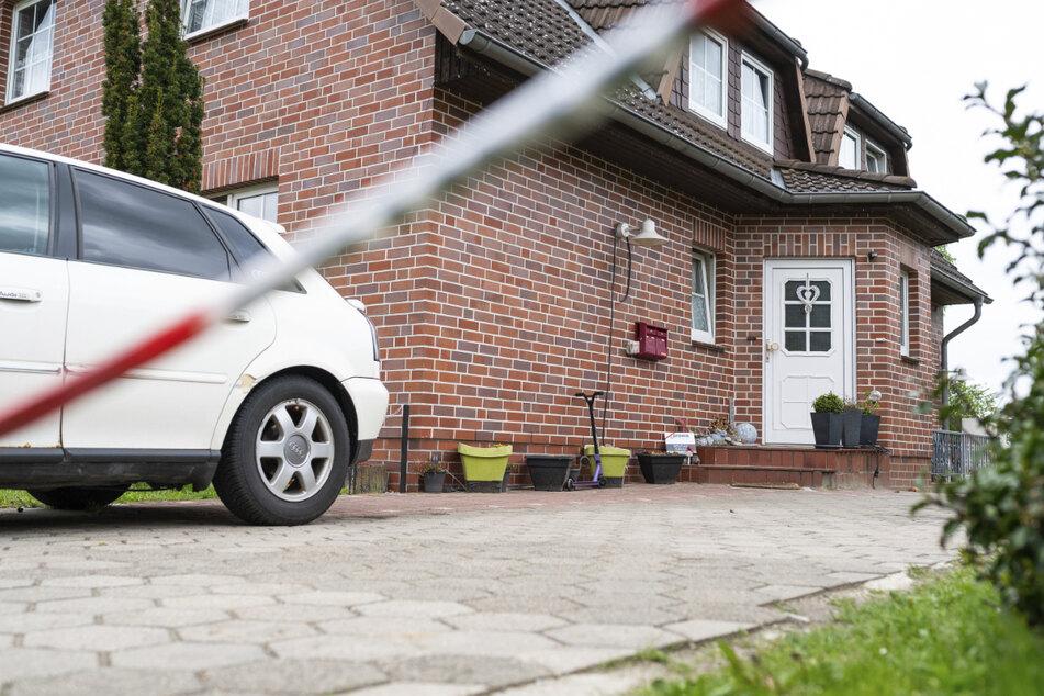 Die Leichen der Mutter und ihres vier Jahre alten Sohnes wurden in einem Haus in Bispingen gefunden.
