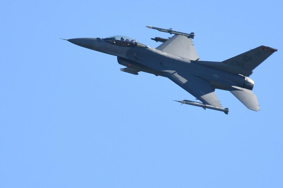 Handy auf Bordtoilette sorgt für Einsatz von Kampfflugzeugen