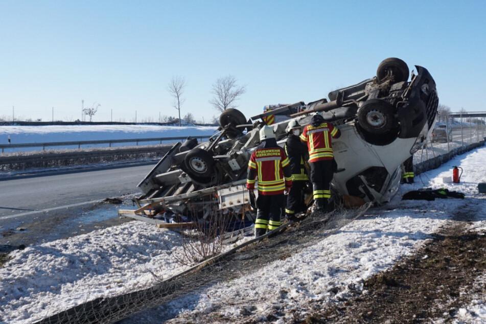 Schwerer Unfall auf der A4: Transporter überschlägt sich