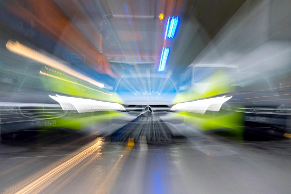 Laut Polizei soll der Sportwagenfahrer viel zu schnell unterwegs gewesen sein. (Symbolbild)