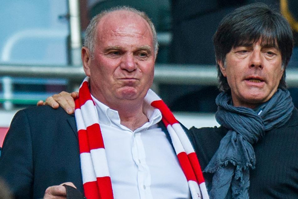 Uli Hoeneß (69, l.) übt nach dem EM-Aus Kritik an der Taktik von Bundestrainer Joachim Löw (61).