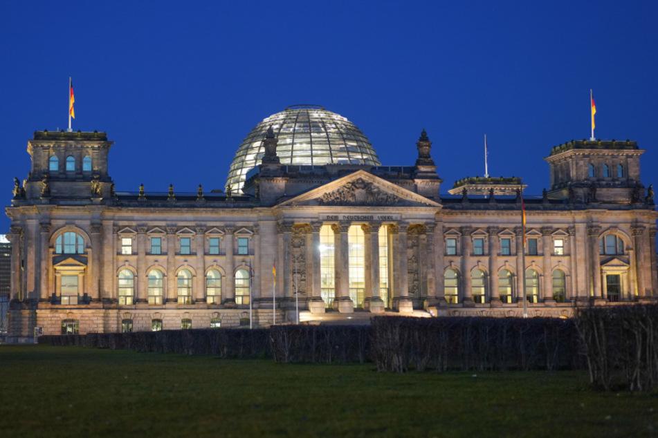 Unbekannte wollen Reichstag anzünden