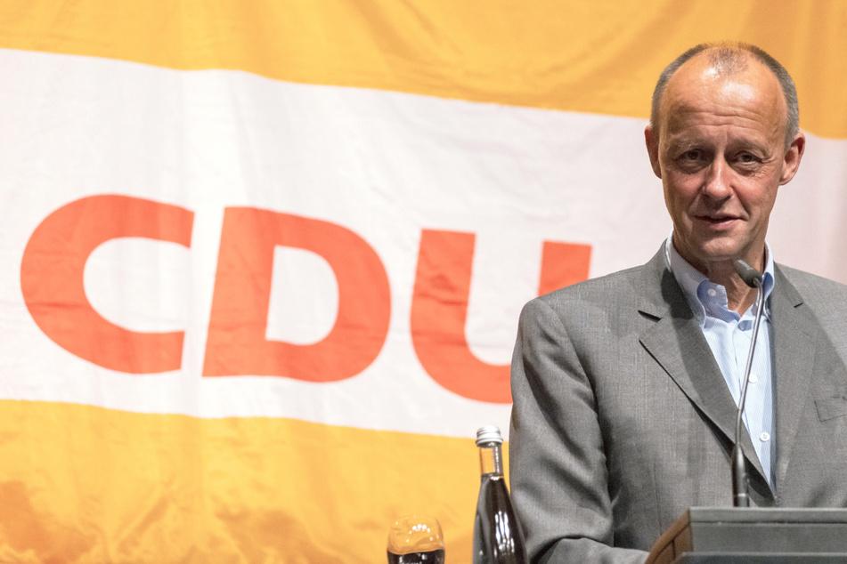 Friedrich Merz (65, CDU) versucht alles, um seinen Parteifreund Armin Laschet (60) zum Kanzler zu machen.