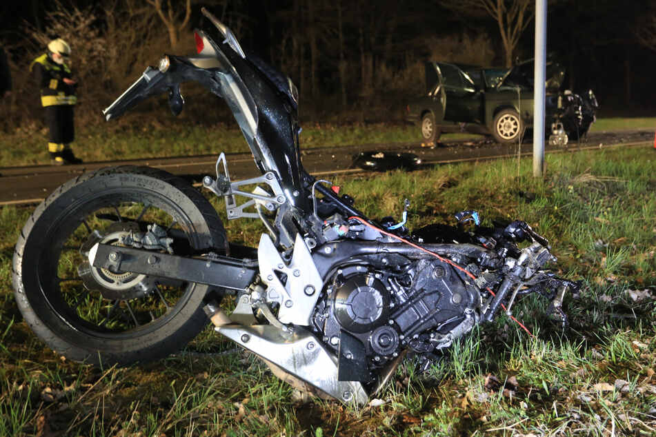 Tragischer Unfall mit Motorrad: Junger Fahranfänger ist sofort tot
