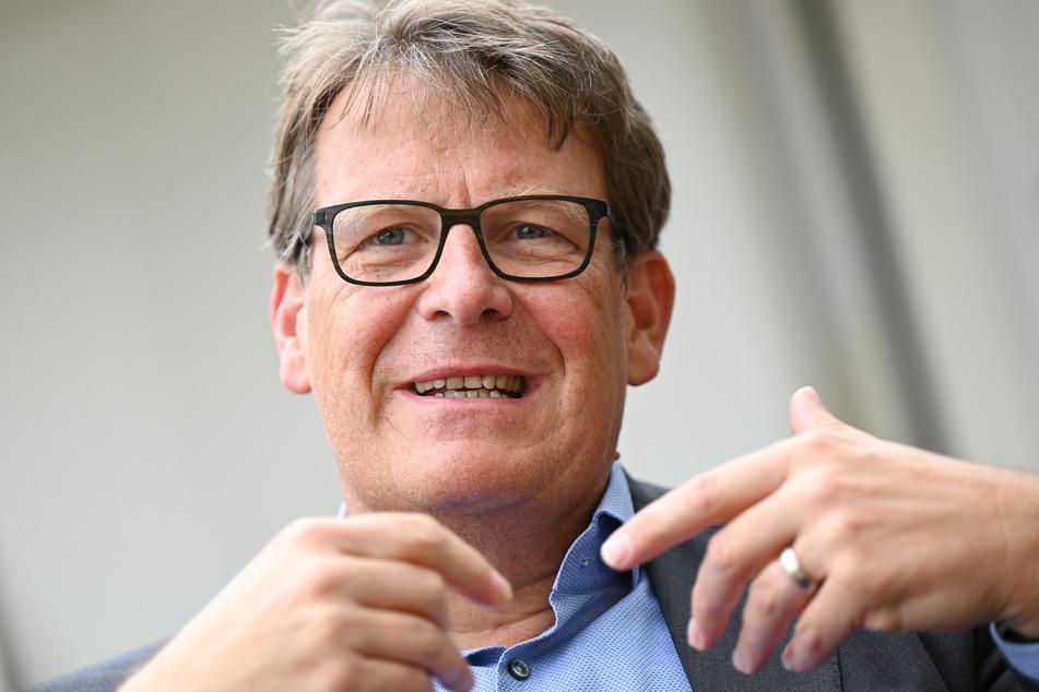 Thomas Fuhrmann, Sportchef des ZDF, rechtfertigt sich nach der Übertragung des EM Spiels Dänemark gegen Finnland.