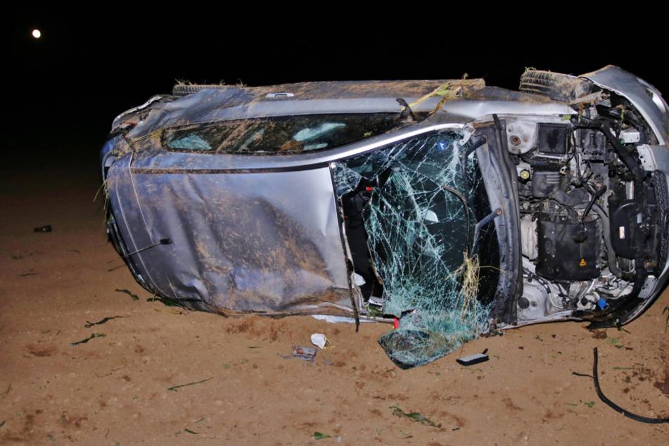 Betrunkene überschlägt sich mit Auto und wird samt Beifahrer schwer verletzt