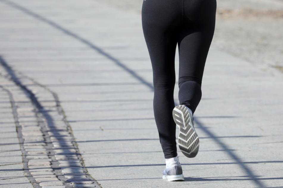 Eine zufällig vorbeikommende Radfahrerin verhinderte Schlimmeres (Symbolfoto).