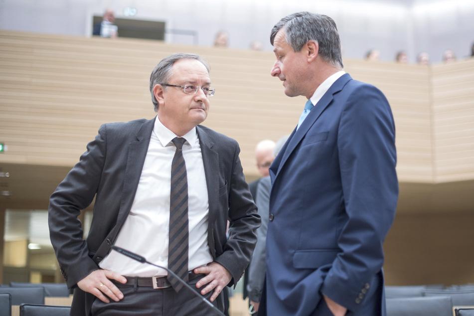FDP-Fraktionschef Hans-Ulrich Rülke (59, r.) im Gespräch mit dem Partei- und Fraktionsvorsitzenden der SPD, Andreas Stoch (51).