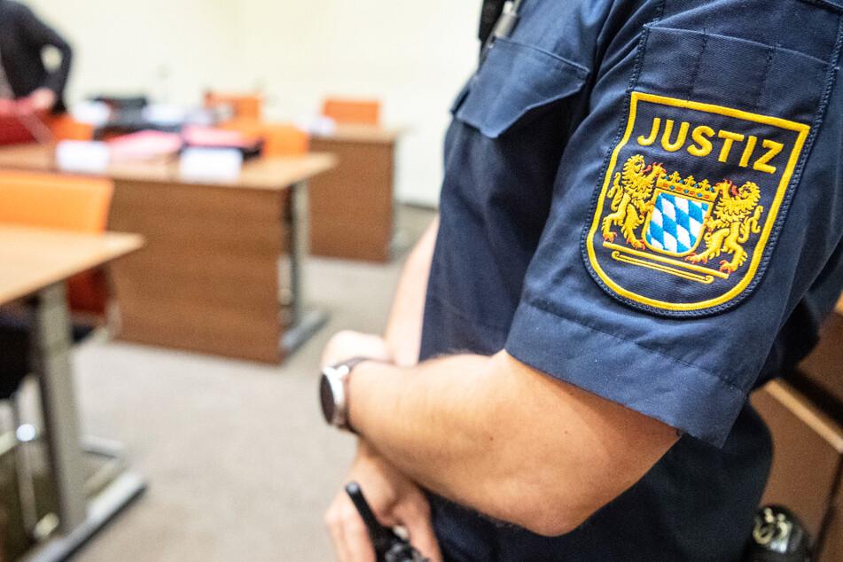Eine Frau ist in Amberg zu einer eineinhalbjährigen Bewährungsstrafe verurteilt worden, weil sie im Januar versucht hatte. (Symbolbild)