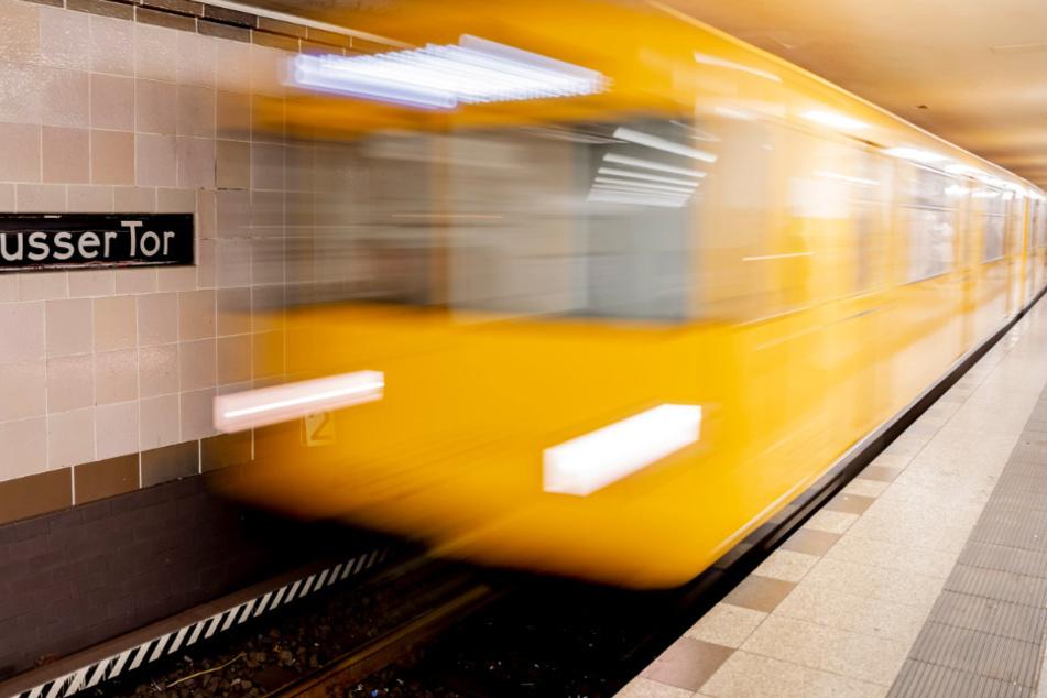 Eine Frau ist von einer U-Bahn erfasst worden (Symbolbild)