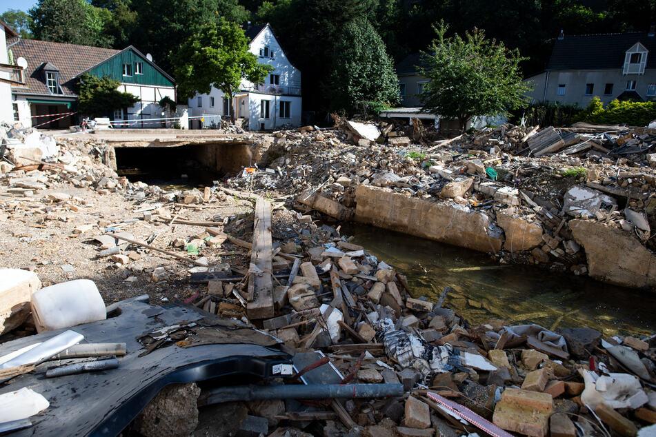 Noch immer herrscht in vielen Hochwassergebieten das blanke Chaos, so wie hier in Bad Münstereifel in Nordrhein-Westfalen.