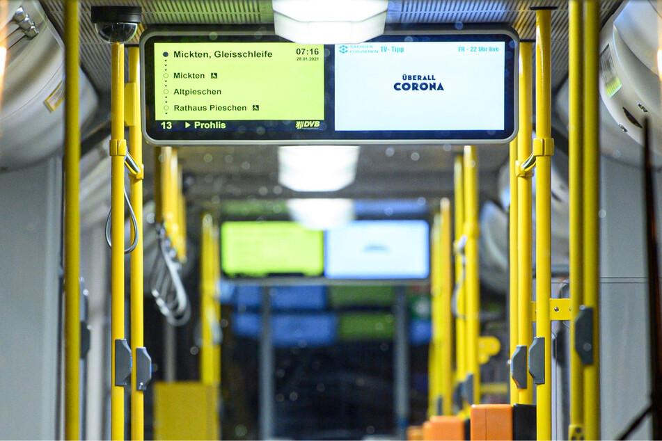 Wird der Haltewunsch-Knopf nicht betätigt und es steht niemand an der Haltestelle, fährt der Bus oder die Straßenbahn weiter.