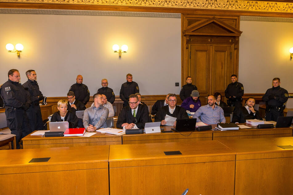 Die vier wegen Mordes verurteilten Hells Angels - hier zum Prozessauftakt 2017 - bekommen keinen neuen Prozess.