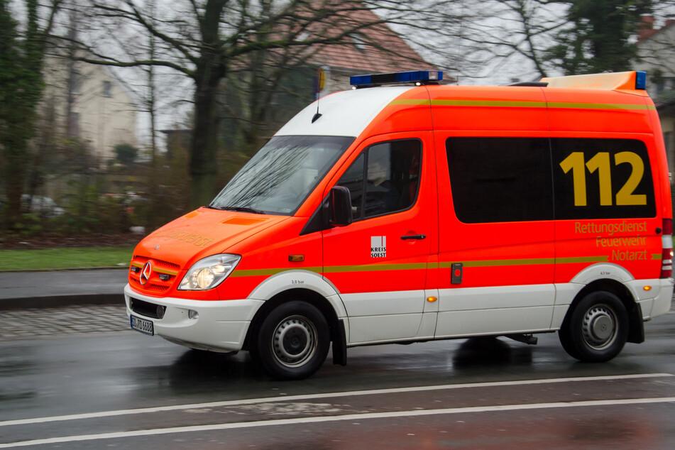 Fastnachts-Autokorso: Teenie lässt Beine aus Kofferraum baumeln und verletzt sich schwer
