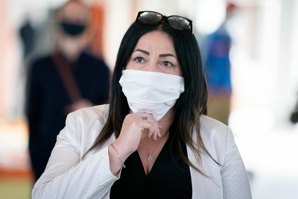 Bereits am vergangenen Dienstag hatte Gesundheitssenatorin Dilek Kalayci (SPD) 18 Tonnen Schutzmaterial in Empfang genommen.