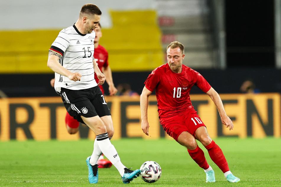Christian Eriksen (29, r.), hier im Testkick am 2. Juni 2021 vor der EM gegen Deutschland um Niklas Süle, hat mittlerweile 109 Länderspiele für Dänemark absolviert und an vier großen Turnieren teilgenommen.