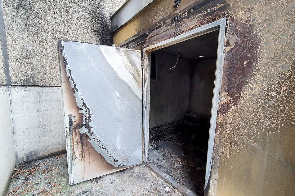 In diesem Containerraum brannte der Behälter. Möglicherweise muss der Anbau abgerissen werden.