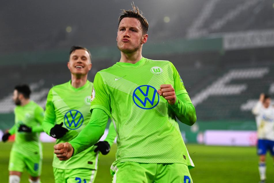 Wout Weghorst (vorne) bejubelt seinen spielentscheidenden Treffer für die Wölfe.
