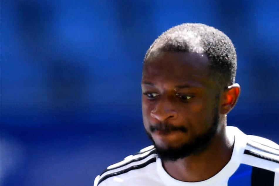 HSV-Profi David Kinsombi (25) soll im Spiel gegen den FC Schalke 04 von gegnerischen Fans rassistisch beleidigt worden sein. (Archivfoto)