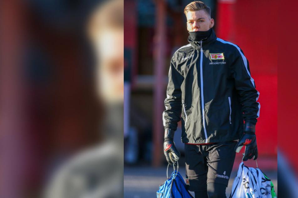Unions Lars Dietz (23) betritt das Trainingsgelände.