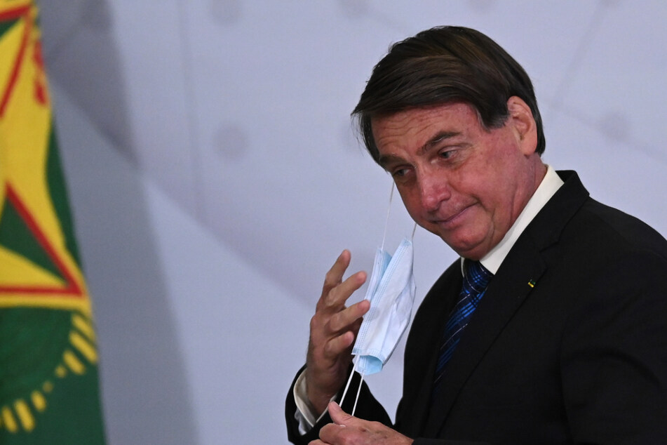 """Brazilian senator suspended after smuggling money """"between his buttocks"""""""