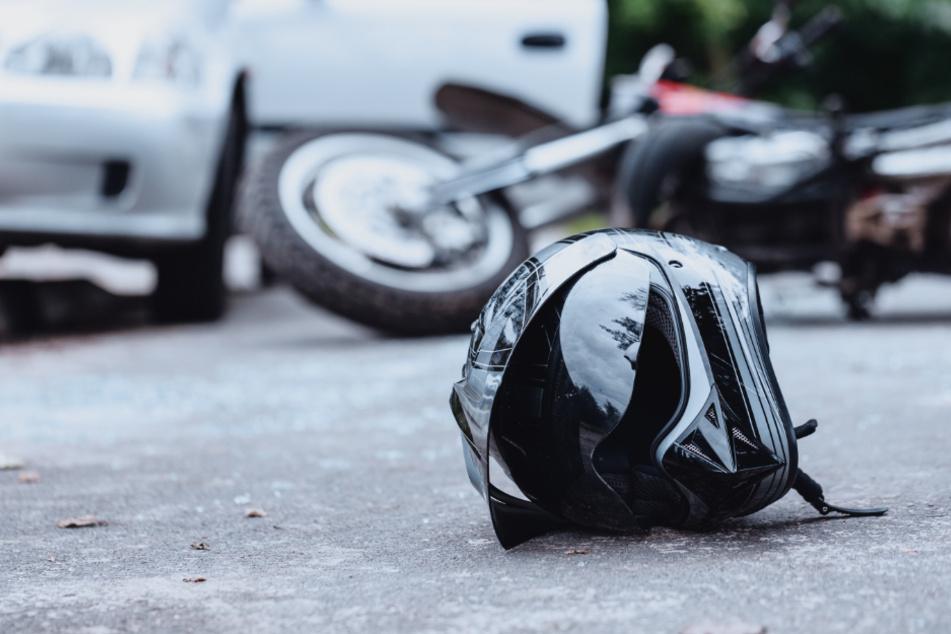 Autofahrer nahm ihm die Vorfahrt: Biker stirbt bei Unfall