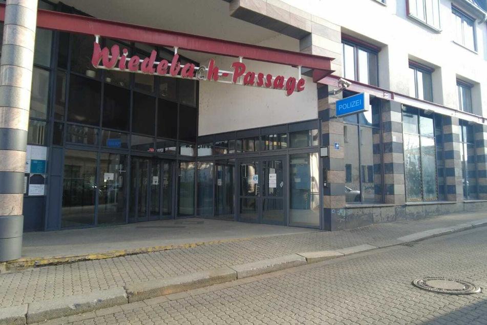 Schon wieder: Polizeiposten in Leipzig-Connewitz mit Böllern und Pflastersteinen angegriffen
