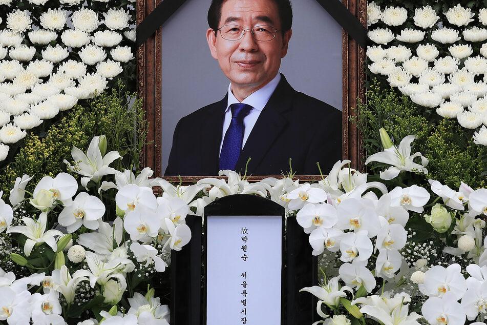 Seouls langjähriger Bürgermeister Park Won Soon (†64) war am Freitag tot an einem Berg aufgefunden worden. Wahrscheinlich hatte er sich das Leben genommen.