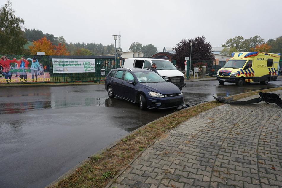 Der Rettungsdienst musste sich um den VW-Fahrer kümmern. Auch ein Notarzt war vor Ort.