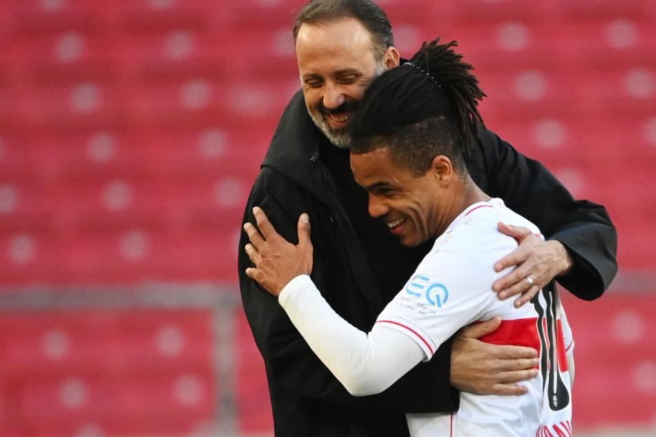 Daniel Didavi (31, r.) bleibt beim VfB.