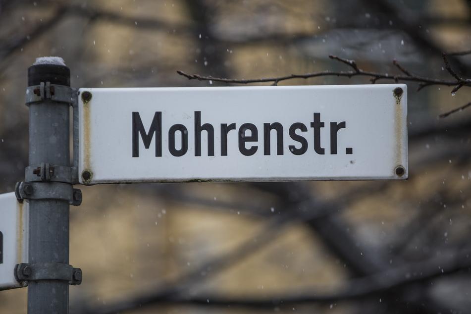 """Kleine Straße, große Aufregung: Ist der Name """"Mohrenstraße"""" rassistisch?"""