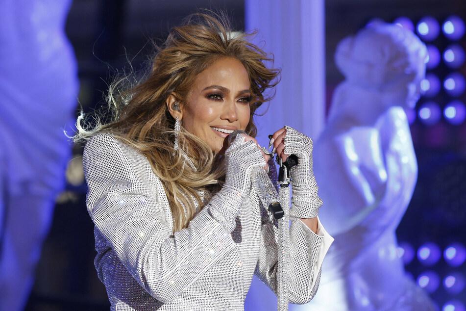 Jennifer Lopez shuts down Botox claims – again!