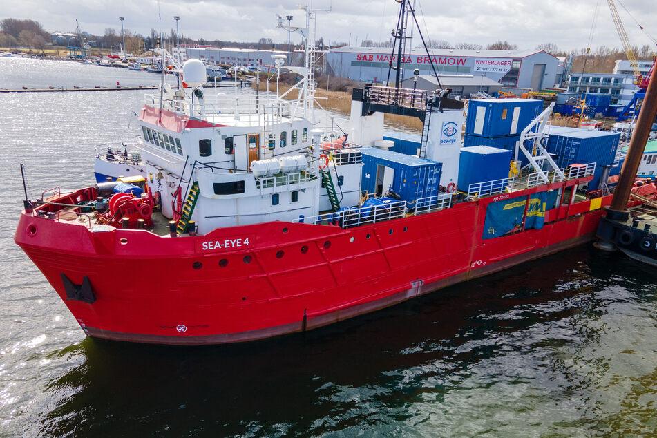 """Das Rettungsschiff """"Sea-Eye 4"""" wird für den Einsatz vorbereitet."""