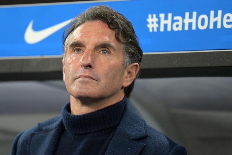 Hertha-Coach Bruno Labbadia (54) sieht seine Mannschaft nach dem 3:0-Auswärtssieg gegen den FC Augsburg auf dem richtigen Weg.
