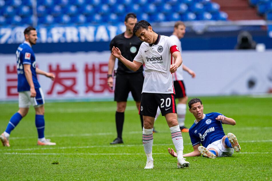 Eintracht Frankfurts Kapitän Makoto Hasebe (37, M) war nach der 3:4-Niederlage beim FC Schalke 04 sichtlich bedient.