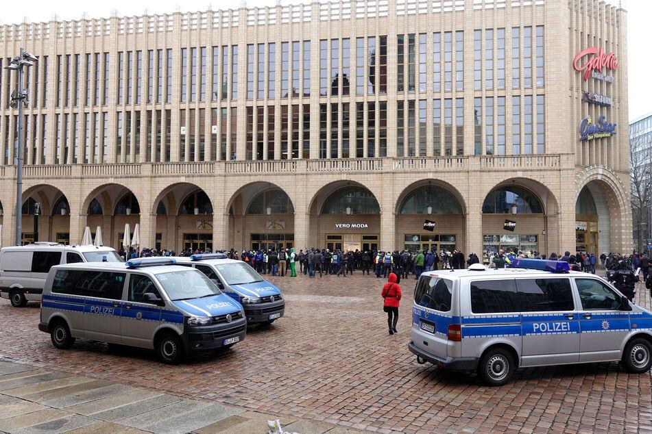 Für Samstag war in Chemnitz eine Demo von Corona-Kritikern geplant. Diese wurde nun untersagt. (Archivbild)