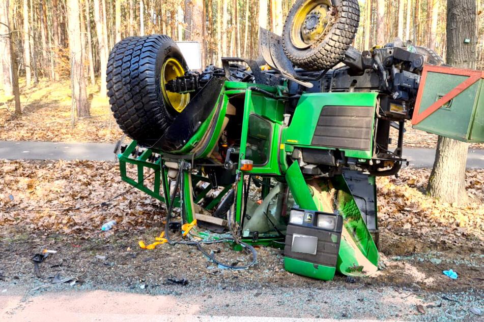 Golf kracht in Traktor: Der überschlägt sich!