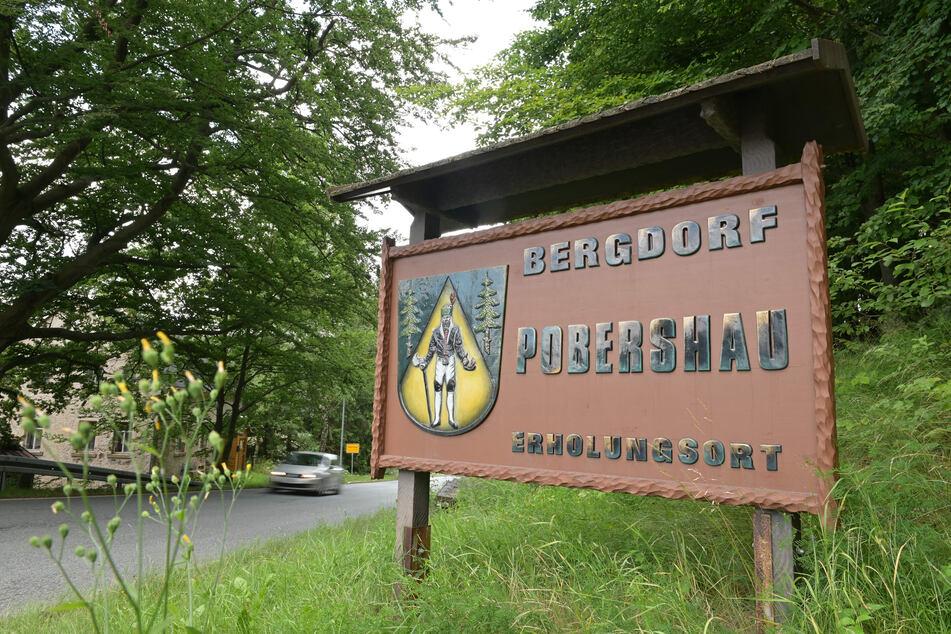 Das Dörfchen Pobershau im Erzgebirge. Hier sollen Mitte der 1990er-Jahre drei Mädchen von einem ehrenamtlichen Kirchenmusiker missbraucht worden sein. Vor zwei Jahren erfuhr die Kirchgemeinde davon. Erst jetzt wird richtig aufgearbeitet.