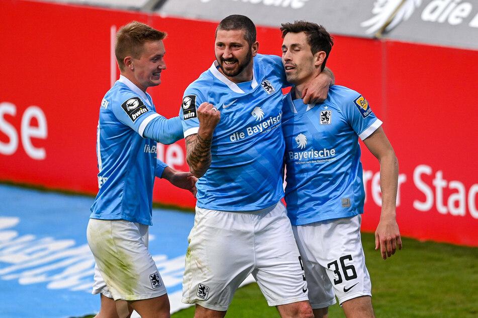 Der Traum vom Aufstieg geht weiter! Der TSV 1860 München hat am 35. Spieltag der 3. Liga gegen den 1. FC Kaiserslautern einen Sieg eingefahren.