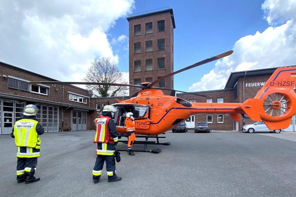 Zum Brandort musste sogar der Rettungshubschrauber Christoph 9 aus Duisburg fliegen.